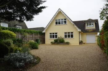 5 Bedrooms Detached House for sale in Cuffley