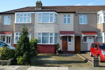 3 Bedrooms Terraced House for sale in Carnarvon Avenue