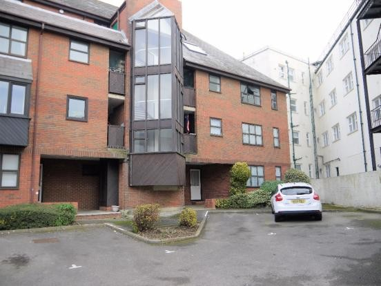 1 Bedroom Ground Flat for sale in Petersham House Clarendon Road Southsea PO5