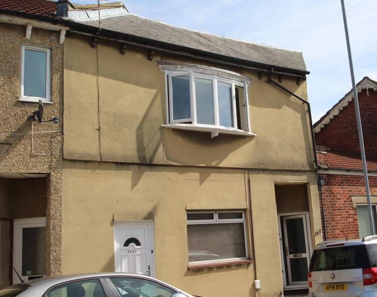 2 Bedrooms Flat for sale in New Road, Copnor, Portsmouth, PO2 7QY