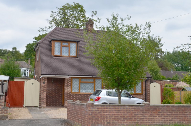 2 Bedrooms Detached House for sale in Ash Vale