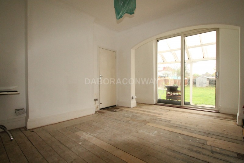 3 Bedrooms End Of Terrace House for rent in Eastern Avenue, IG4