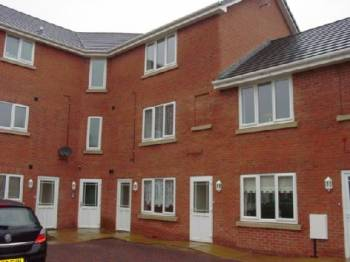 2 Bedrooms Ground Flat for rent in Highfield Court, Dudley