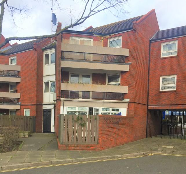 1 Bedroom Flat for sale in Kingston Road Portsmouth PO2