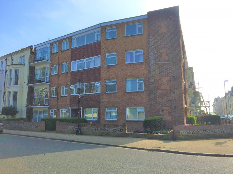 2 Bedrooms Flat for sale in Kent Road Southsea PO5