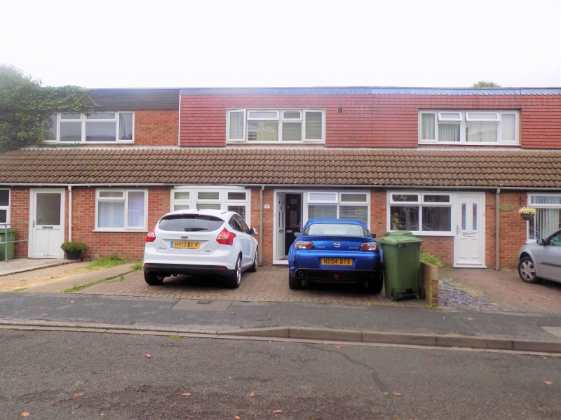 3 Bedrooms Terraced House for sale in St. Barbara Way, Portsmouth, Hampshire, PO2