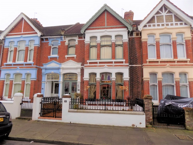 4 Bedrooms Terraced House for sale in Wadham Road Portsmouth PO2