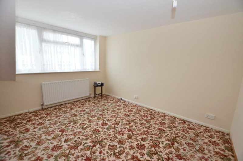4 Bedrooms Semi Detached House for sale in Ash Vale