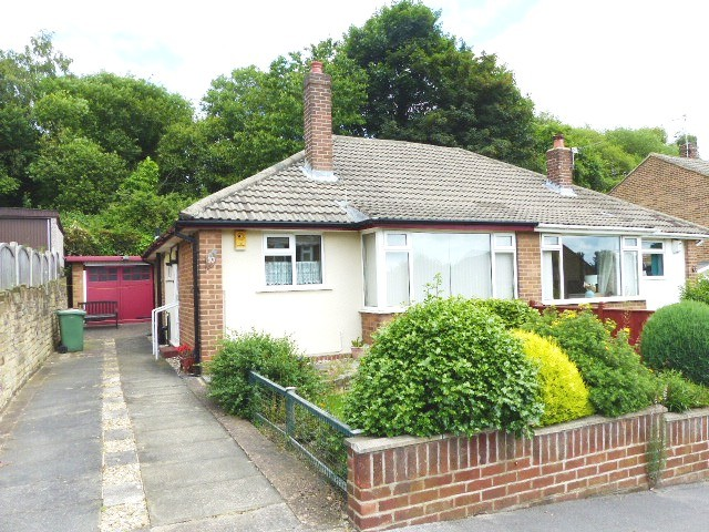 2 Bedrooms Bungalow for sale in Spring Valley Close Bramley LS13 4RT