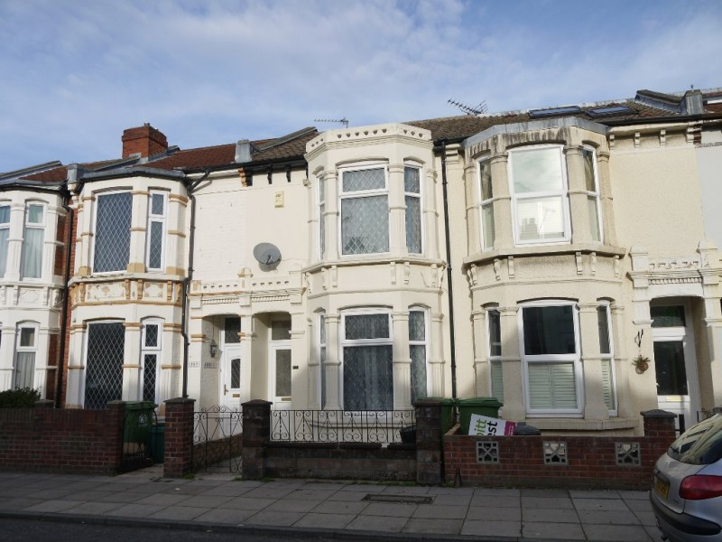 3 Bedrooms Terraced House for sale in Chichester Road Portsmouth PO2