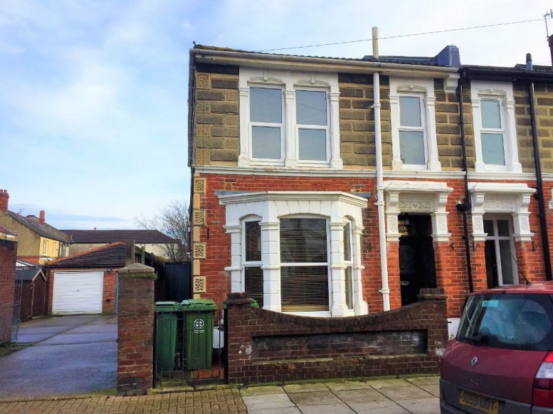 3 Bedrooms End Of Terrace House for sale in Whitecliffe Avenue