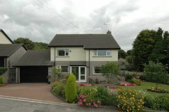 4 Bedrooms Detached House for sale in 8 Guards Road