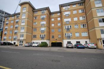 2 Bedrooms Terraced House for sale in Geneva Court, Rookery Way