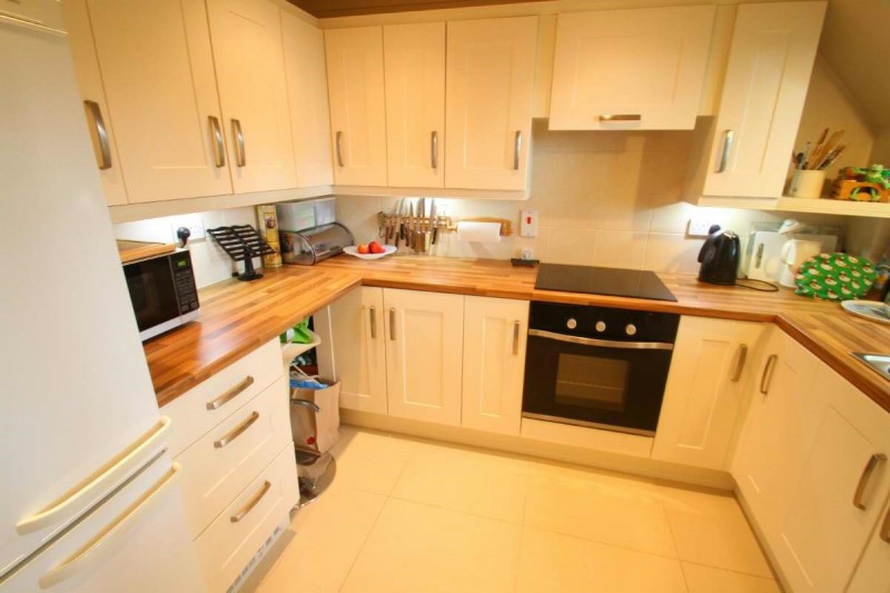 2 Bedrooms Flat for sale in Garden Mews, Warsash