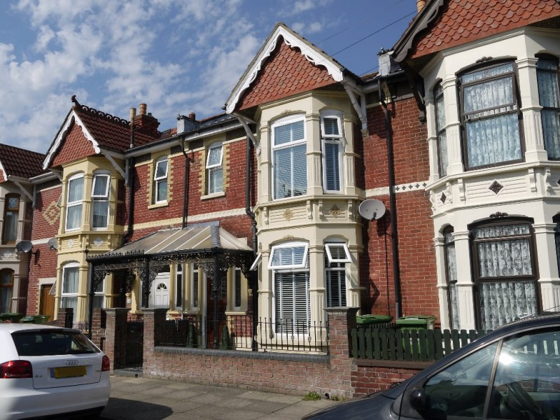 3 Bedrooms Terraced House for sale in Inhurst Road POrtsmouth PO2