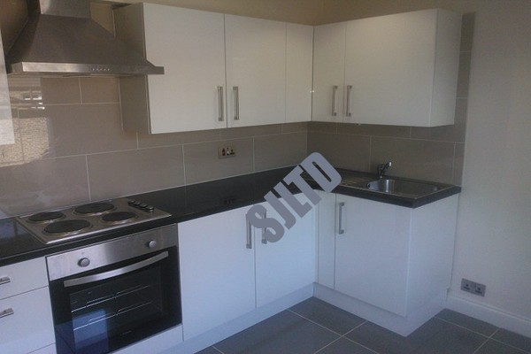 2 Bedrooms Maisonette Flat for sale in