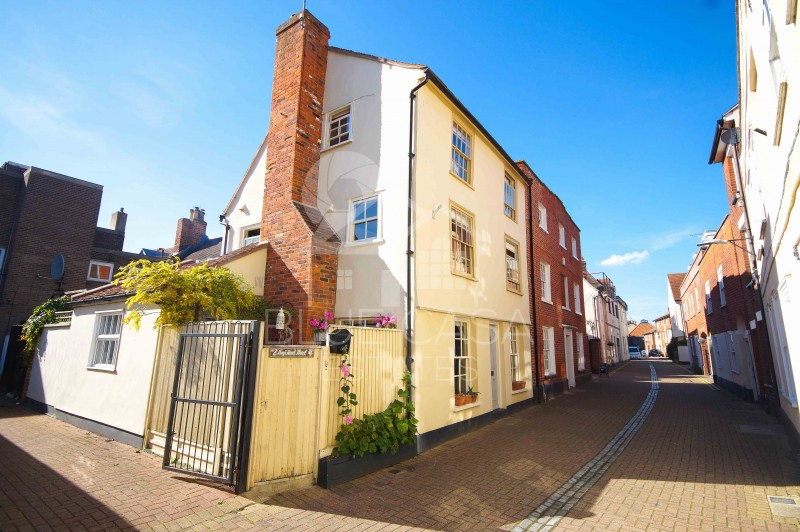 3 Bedrooms End Of Terrace House for sale in Kings Head Street, Harwich, Essex