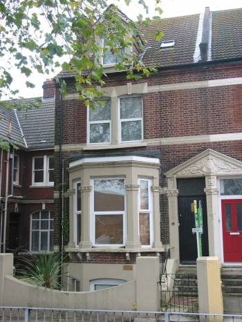 2 Bedrooms Maisonette Flat for sale in London Road, North End, Portsmouth, PO2 9AJ