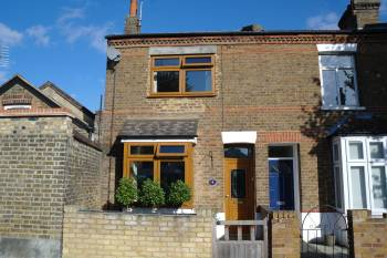 2 Bedrooms End Of Terrace House for sale in Halifax Road