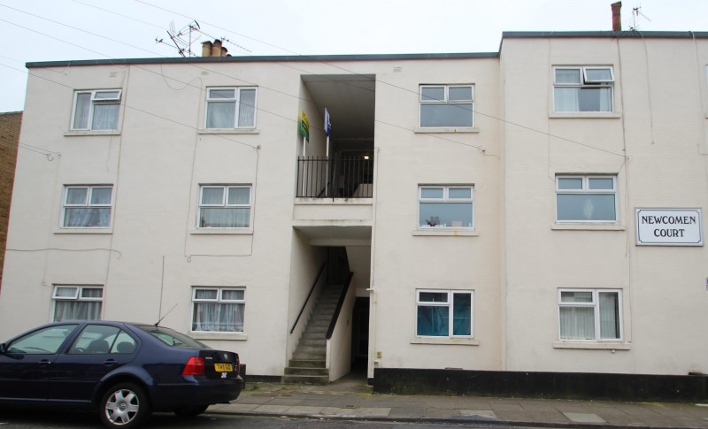 2 Bedrooms Flat for sale in Newcomen Court, Newcomen Road, Stamshaw, Portsmouth, PO2 8LA