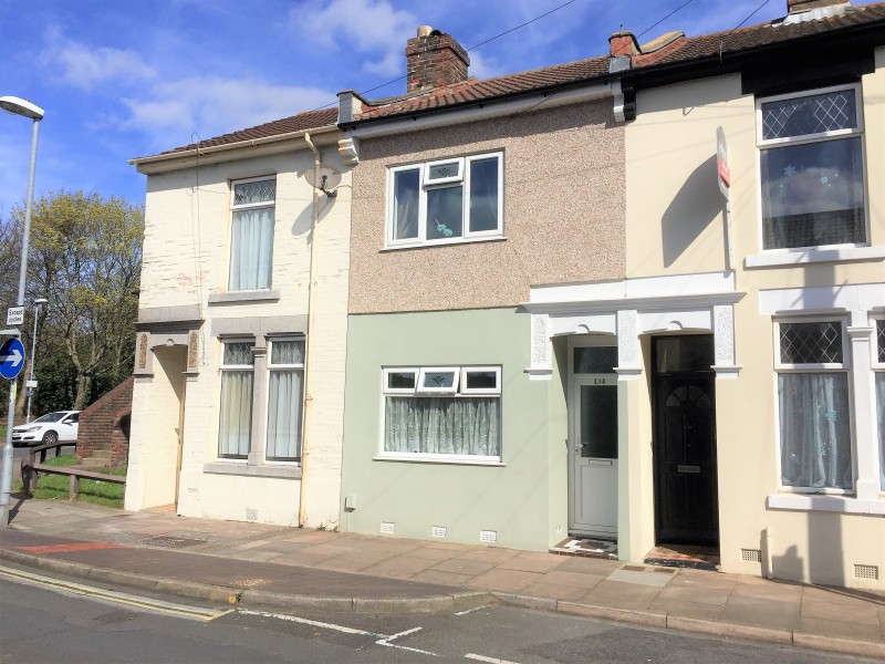 3 Bedrooms Terraced House for sale in Lower Derby Road Portsmouth PO3