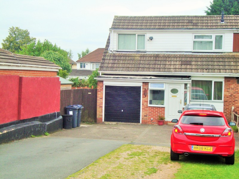 4 Bedrooms Semi Detached House for sale in Walsall Road