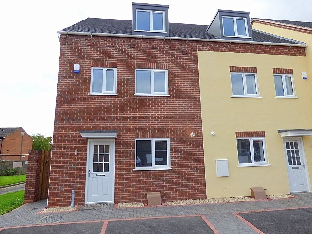 3 Bedrooms Town House for sale in Evesham Road