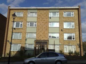 3 Bedrooms Flat for sale in St Asaph Court, St Asaph Road, London, SE4