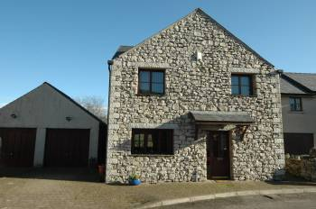 3 Bedrooms Detached House for sale in 4 Reeds Gardens