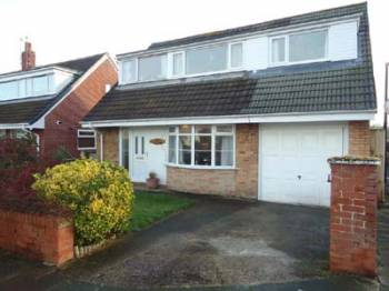 3 Bedrooms Detached House for sale in Cheltenham Crescent Thornton