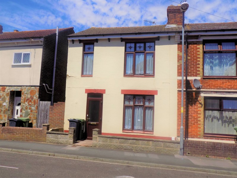 2 Bedrooms Terraced House for sale in Windsor Road Portsmouth PO6 2TG