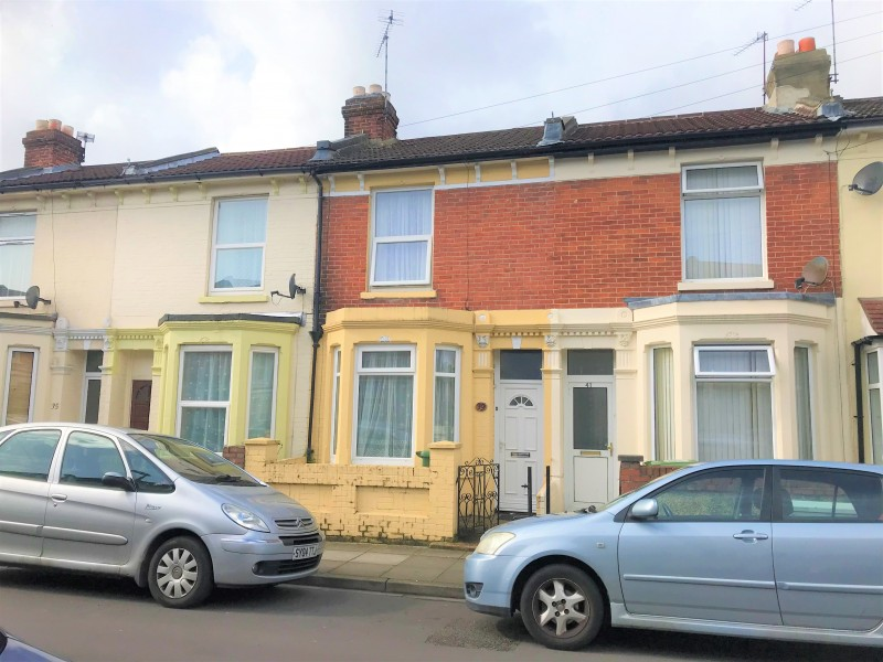 2 Bedrooms Terraced House for sale in Carnarvon Road Portsmouth PO2