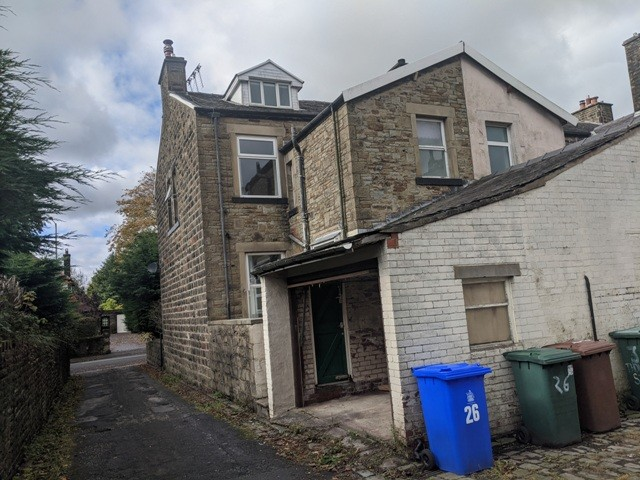 4 Bedrooms End Of Terrace House for rent in