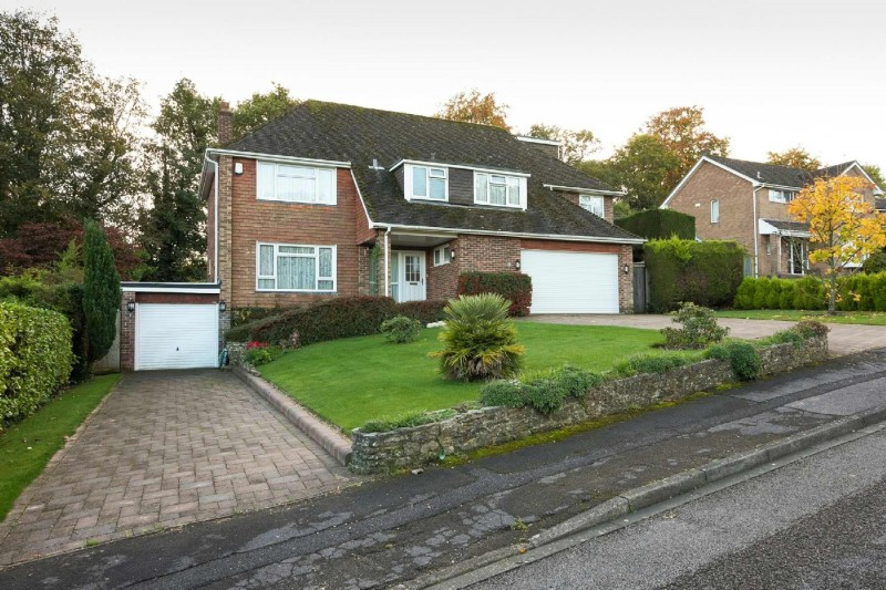 5 Bedrooms Detached House for sale in Hill Place, Bursledon