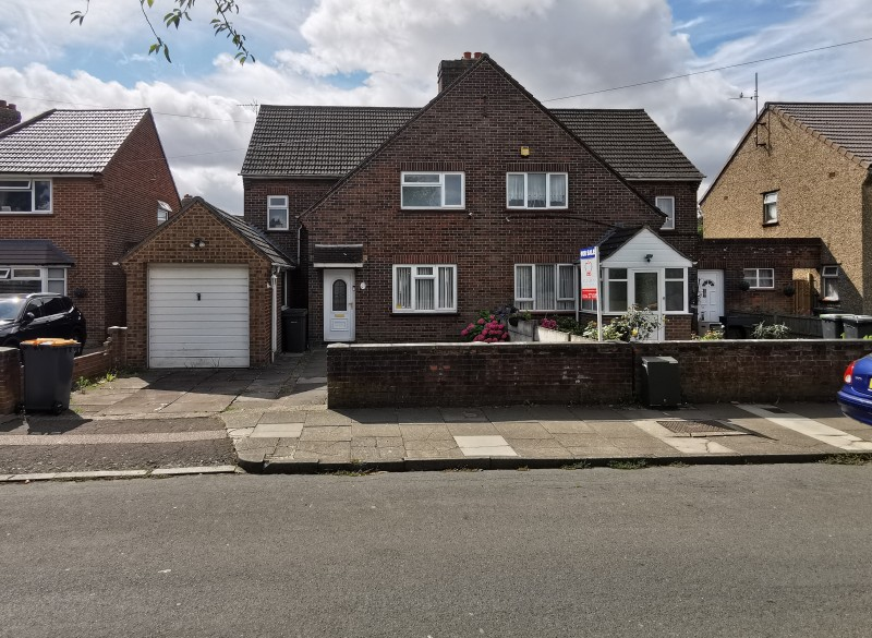 3 Bedrooms Semi Detached House for sale in Harrowden Road