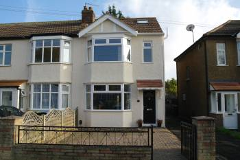 4 Bedrooms End Of Terrace House for sale in Churchbury lane