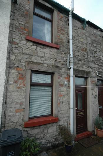 2 Bedrooms Terraced House for sale in 2 Court Five, Market Street