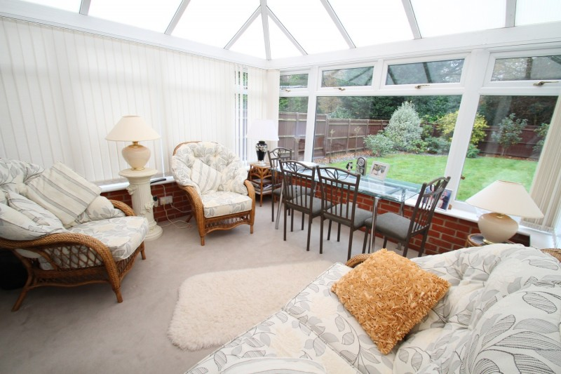3 Bedrooms Detached Bungalow for sale in Woolston Road, Butlocks Heath, Netley Abbey