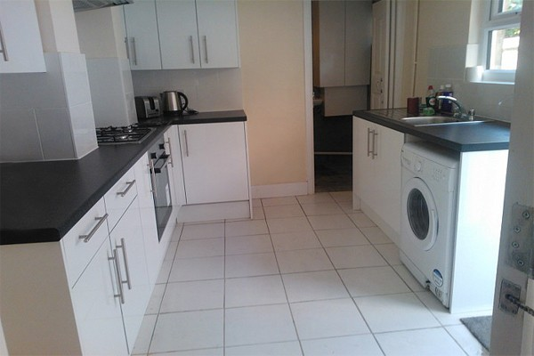 4 Bedrooms Terraced House for rent in